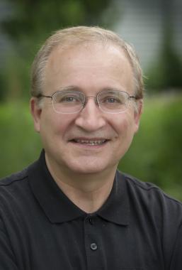 Headshot of Ernesto Guzman